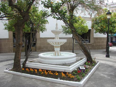 El ayuntamiento y el Taller de Empleo mejoran varios espacios públicos de Valencia de Alcántara