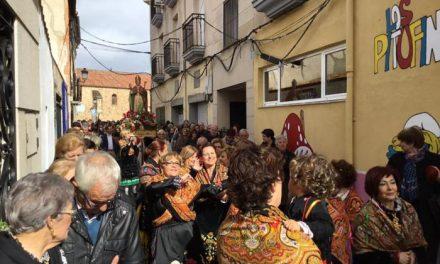 Cientos de moralejanos desafían al tiempo y acompañan a San Blas en su recorrido por la localidad