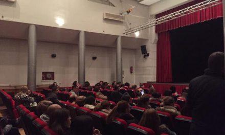 Decenas de padres participan en la charla informativa sobre meningitis celebrada en Moraleja