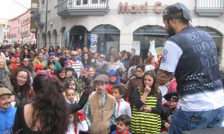 Numeroso público se ha dado cita en la tarde de este martes en el último desfile de Carnaval de Moraleja