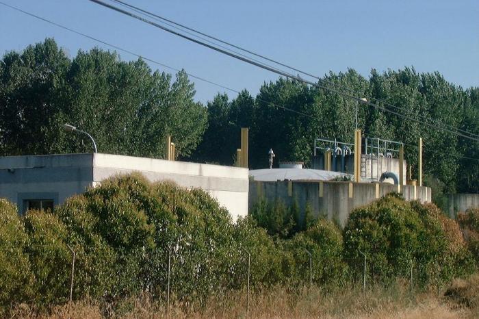 El consejero de Fomento se compromete a hacer una nueva depuradora de aguas residuales en Coria