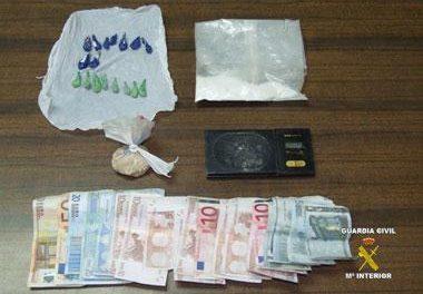 Detenidas cuatro personas relacionadas con robos cometidos en viviendas y casas de campo de Barcarrota