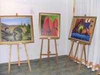 El centro social de Villanueva de la Sierra acoge una muestra de pinturas de Julio Blázquez
