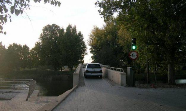 La alcaldesa de Moraleja anuncia que Vivienda mejorará la cimentación del puente sobre la Rivera
