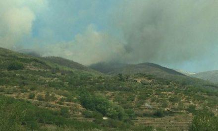 Continúa activo el incendio ocurrido en la madrugada del pasado miércoles en el Valle del Jerte