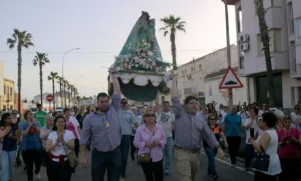 Numeroso público participa en Moraleja en el traslado de la Virgen de la Vega a la localidad