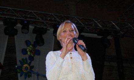 La cantante Soraya Arnelas recibirá este martes el Premio a la Excelencia Picota del Jerte
