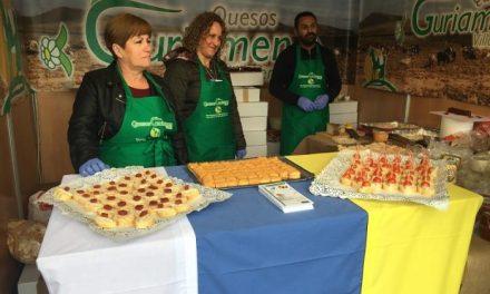 El queso Majorero y los quesos de Suiza se promocionan por primera vez en la Feria del Queso de Trujillo