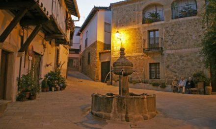 El municipio de Cuacos de Yuste acogerá el próximo 25 de junio una jura de bandera civil en la Plaza de España