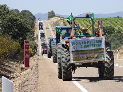 Más de 300 tractores demandan la retirada del proyecto Reserva de la Biosfera para La Siberia extremeña