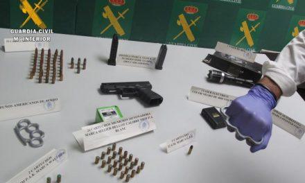 La Guardia Civil detiene a un vecino de Mérida por tener en su poder armar prohibidas y munición de fuego