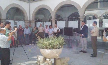 """La exposición """"Misión Afganistán"""" abre sus puertas en el claustro del Ayuntamiento de Coria"""