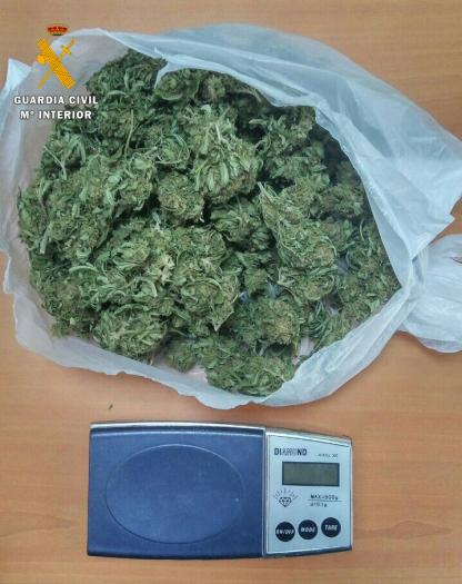 Detienen a dos vecinos de Fuente del Maestre por supuestamente traficar con droga en la vía pública