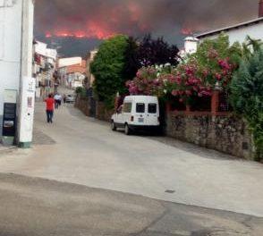 El Plan Infoex da por estabilizado el incendio que desde este lunes afecta a Villanueva de la Sierra