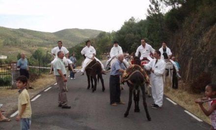 La alquería de Sauceda celebra sus fiestas patronales del 26 al 28 de junio con la popular carrera de burros