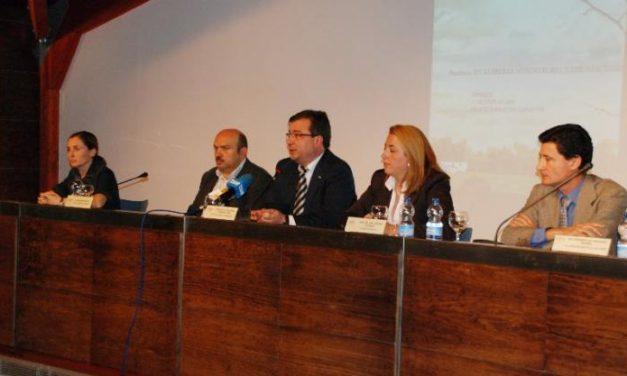 Fernández Vara defiende la accesibilidad de las zonas rurales en unas jornadas celebradas en Trujillo