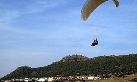 Un parapentista de Castellón fallece este sábado al sufrir una caída durante  el campeonato de Zarza Capilla