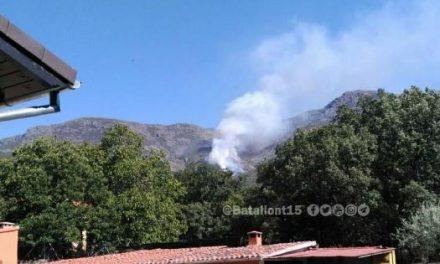 Un incendio forestal afecta desde la tarde de este miércoles al término municipal del Hervás