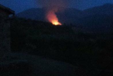 La zona de «La Solanilla», en Hervás, registra un incendio que afecta a fincas particulares