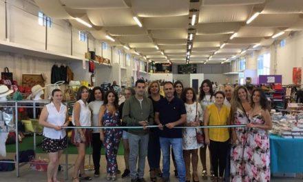 Un total de 13 expositores ofrece productos rebajados en la XIV Feria del Stock de Moraleja