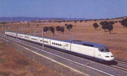 Un tren de la línea Madrid-Cáceres es detenido este lunes tras atropellar a una persona