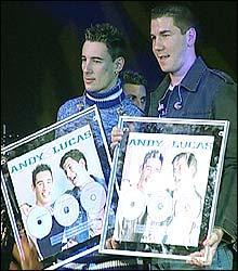Los cantantes Andy y Lucas congregan a unas 9.000 personas en el concierto del ferial de Almendralejo