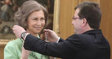 El presidente de la Junta de Extremadura impone a la Reina Doña Sofía la Medalla de Extremadura