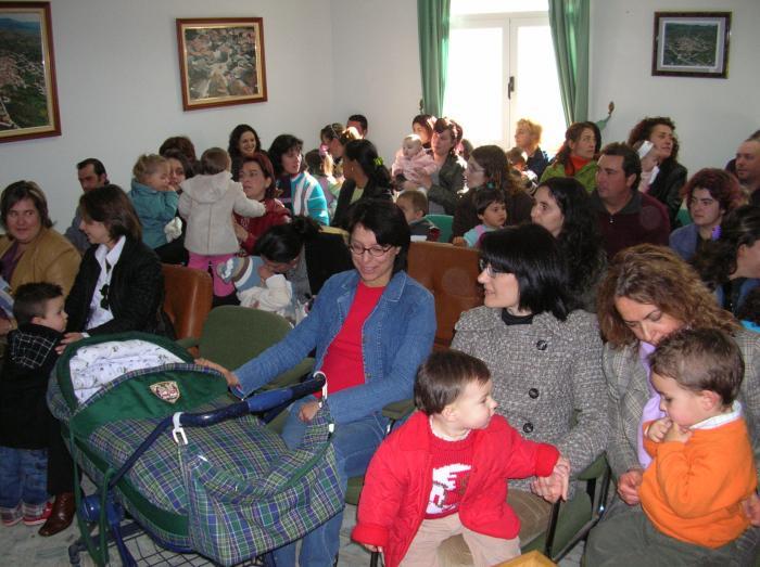Torrecilla de los Ángeles fomenta la natalidad con ayudas de 2.000 euros a las familias que tengan un hijo