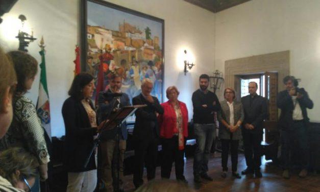El consistorio placentino rinde homenaje a la directora de la UNED en Plasencia, Consuelo Boticario