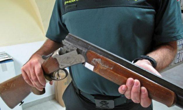 Detienen a un vecino de Sagrajas por amenazar con un arma al titular y a los cliente de un bar