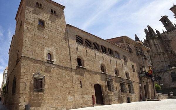 El consistorio placentino, el obispado y la Universidad de Ávila trabajarán en la creación de una fundación