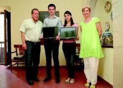 El Ayuntamiento de Casar de Cáceres premia con un portátil a 16 alumnos con las mejores notas