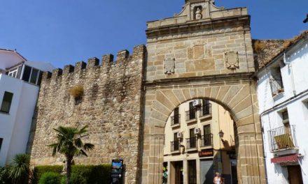 Pizarro destaca que el casco histórico de Plasencia va a lucir más visible para los turistas con las próximas obras