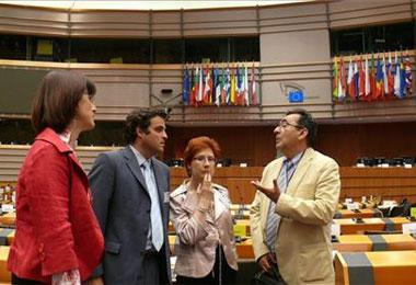 Cáceres presenta en Bruselas su proyecto para el 2016 como una ventana abierta entre Europa y América