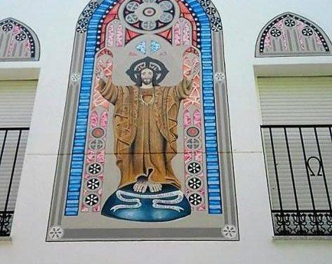 La parroquia del Sagrado Corazón de Jesús de Moraleja cuenta con una nueva pintura en la fachada