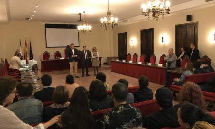 El Ayuntamiento de Coria y la Junta entregan las 24 viviendas sociales de Los Camineros