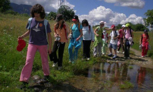 Alumnos del Ambroz recorren a pie 47 kilómetros de la Vía de la Plata para conocer su entorno