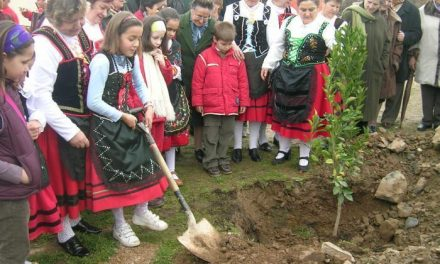 Villanueva de la Sierra se dará a conocer a partir de ahora como Ciudad Universal del Árbol
