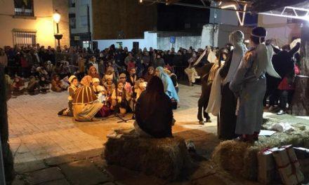 Unas 45 personas participan en la escenificación del Belén viviente en la Plaza de España de Moraleja