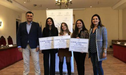 Coria premia la excelencia académica en el pasado curso de tres exalumnas del IES Caurium