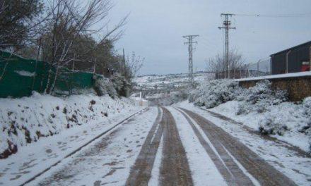 Tres carreteras secundarias del norte de Cáceres permanecen cortadas por presencia de nieve