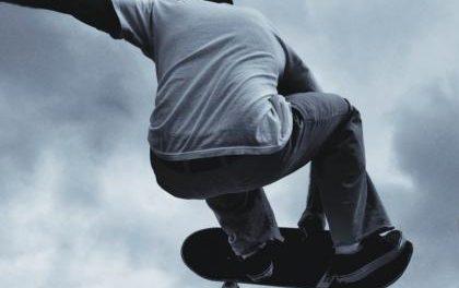 El niño de 14 años que sufrió un accidente en el skate park de Coria evoluciona bien pero sigue en la UCI