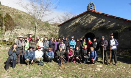 Cerca de 50 personas participan en la primera ruta senderista del año organizada por el consistorio de Coria