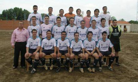 El equipo Ciudad de Coria Club de Fútbol presentó ayer a su nueva plantilla formada por 20 jugadores caurienses