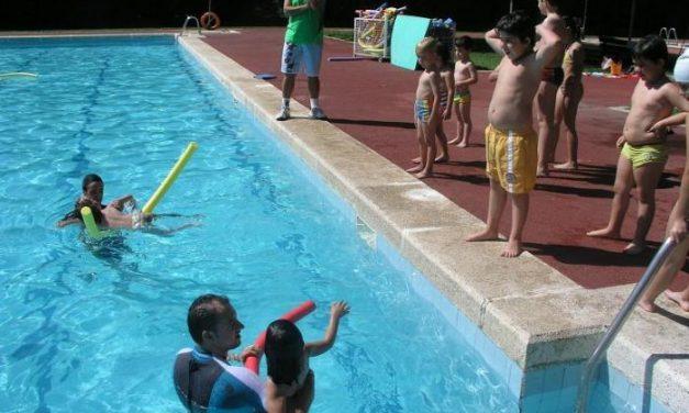 El Ayuntamiento de Coria imparte clases de natación, acuaerobic y piragüismo durante julio y agosto