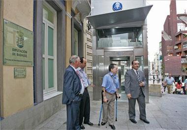 La ciudad de Badajoz cuenta ya con un ascensor que facilita el acceso al casco antiguo de la población