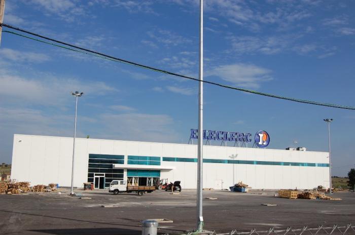 El hipermercado E-Leclerc de Trujillo abrirá al público el próximo día 9 con una plantilla de cien trabajadores