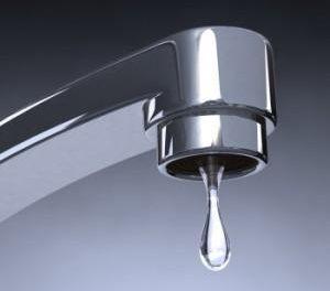 Los análisis realizados este miércoles al agua de Moraleja la sitúan como no apta para consumo humano
