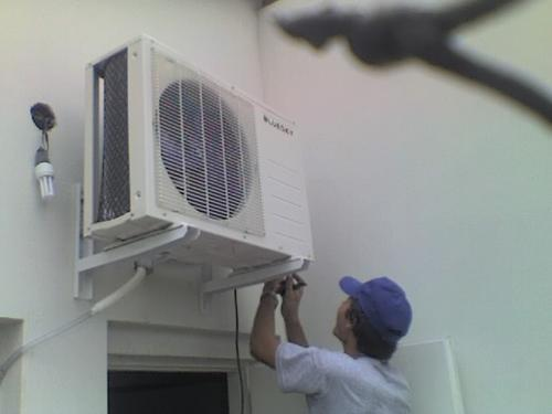 La Junta limita la temperatura en los edificios y apuesta por los coches ecológicos