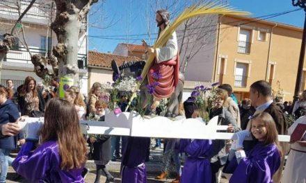 Los niños de la Cofradía protagonizan la procesión del Domingo de Ramos en Moraleja